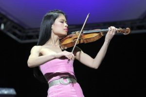 vanessa mae plays at Budapest
